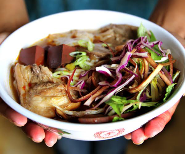 Bún bò Huề. (Photo by The Ravenous Couple)