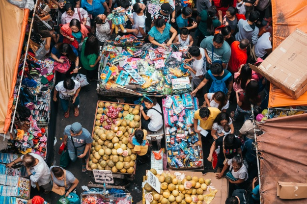 "1. Quiapo street markets sell toys, clothes, and fruits during the holiday season. / 2. People buy Chinese ham at the famous ""Excelente"" store on Christmas eve."