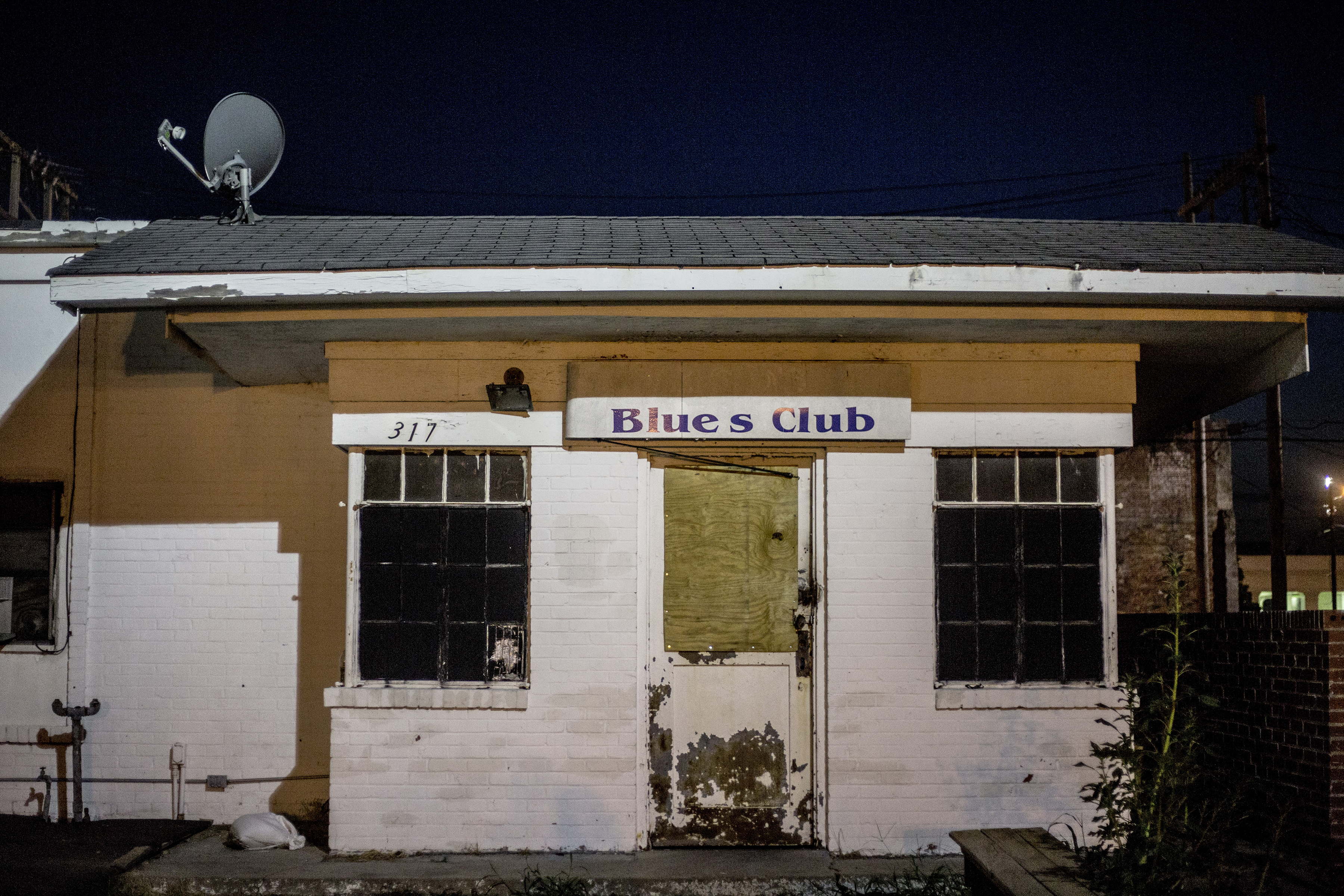 1. The Holy Moly. / 2. The boarded-up exterior of an old blues club in downtown Clarksdale.