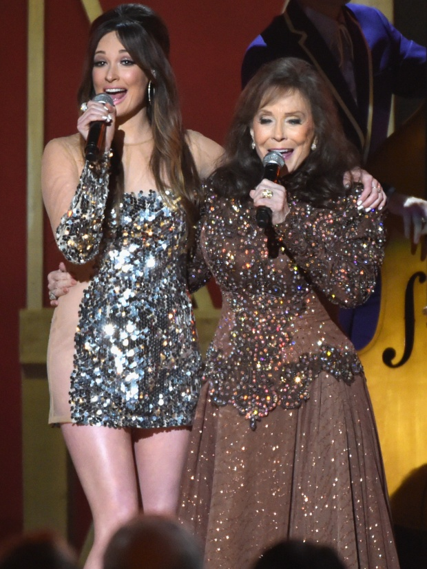 Kacey Musgraves and Loretta Lynn perform together. (Photo by Rick Diamond/Getty Images)