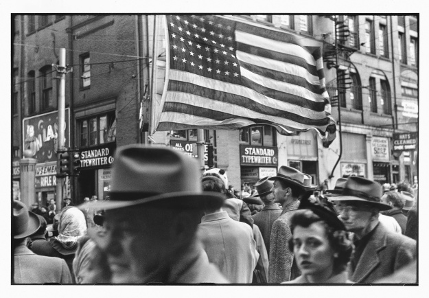 1. Untitled / 2. Crowd at Armistice Day Parade (© Elliott Erwitt / Magnum Photos Courtesy: Carnegie Library of Pittsburgh)