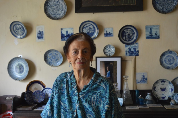 Deloraine Brohier in her ancestral home in Colombo. The Dutch plates and tiles in the background were placed there by her father.