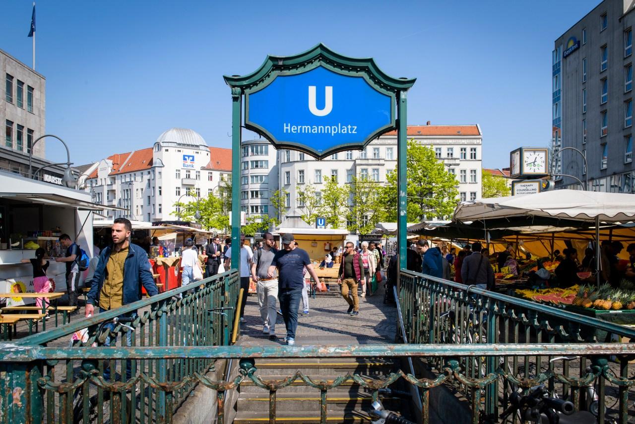 The weekly street market in Berlin Hermannplatz where Radwan often sets his truck up.