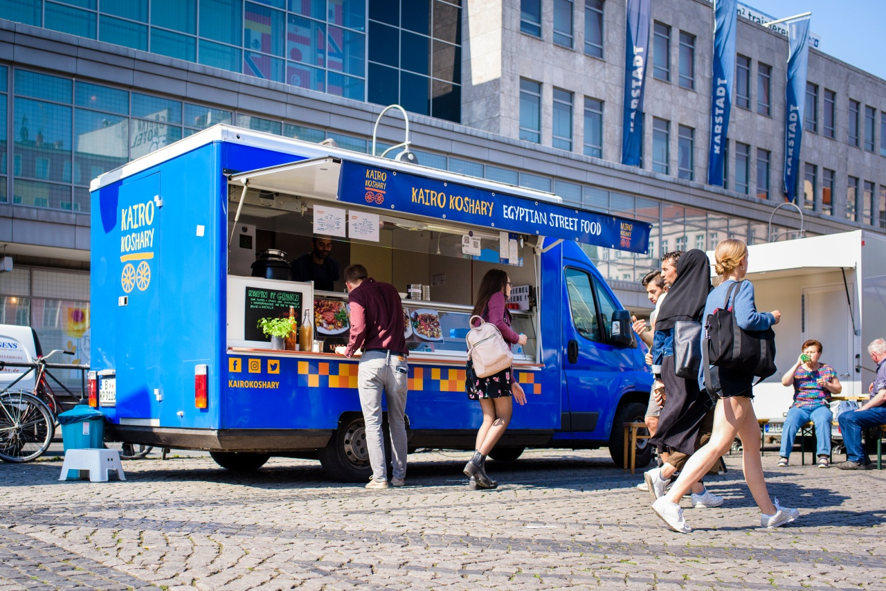 Radwan's blue truck, Kairo Koshary, at the weekly street market in Berlin Hermannplatz.