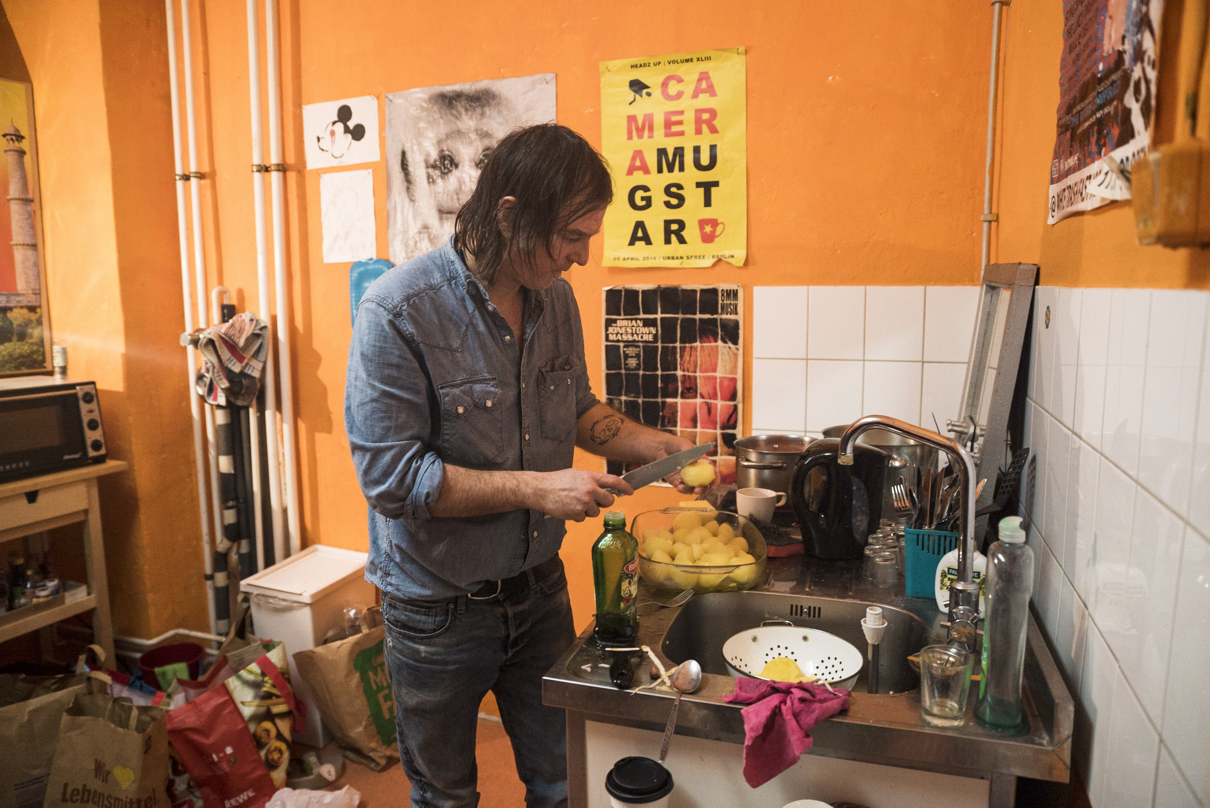 Anton Newcombe prepares the feast.