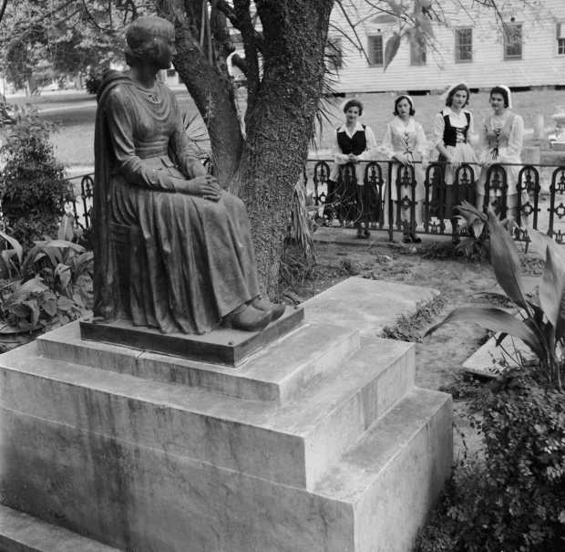 The Evangeline Monument in St Martinville in 1955. Photo by Three Lions via Getty Images.
