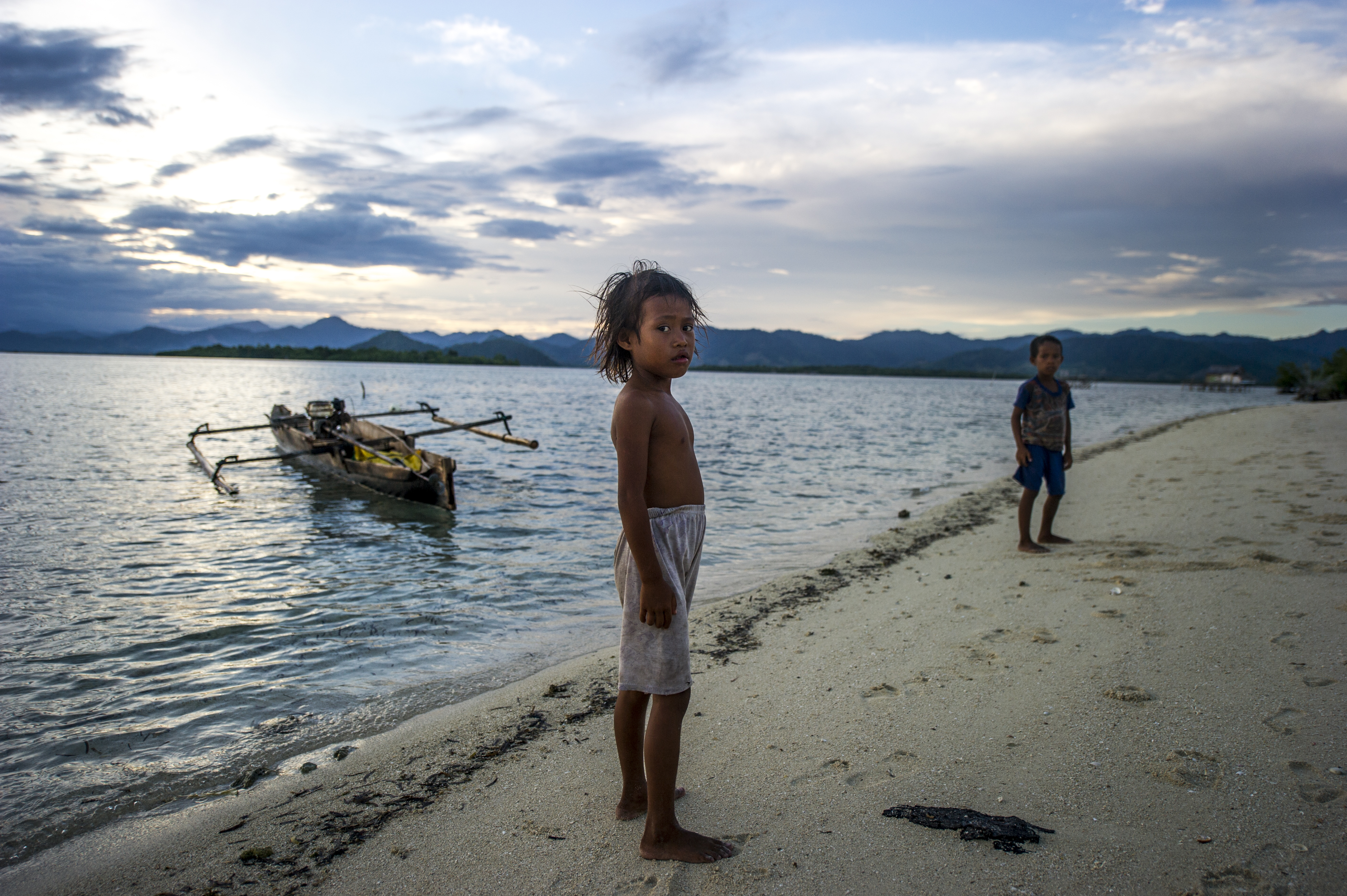 Children from a Bajau family that took up residence on an uninhabited island. Unable to eke out a living ashore they have turned back to the sea to sustain themselves.