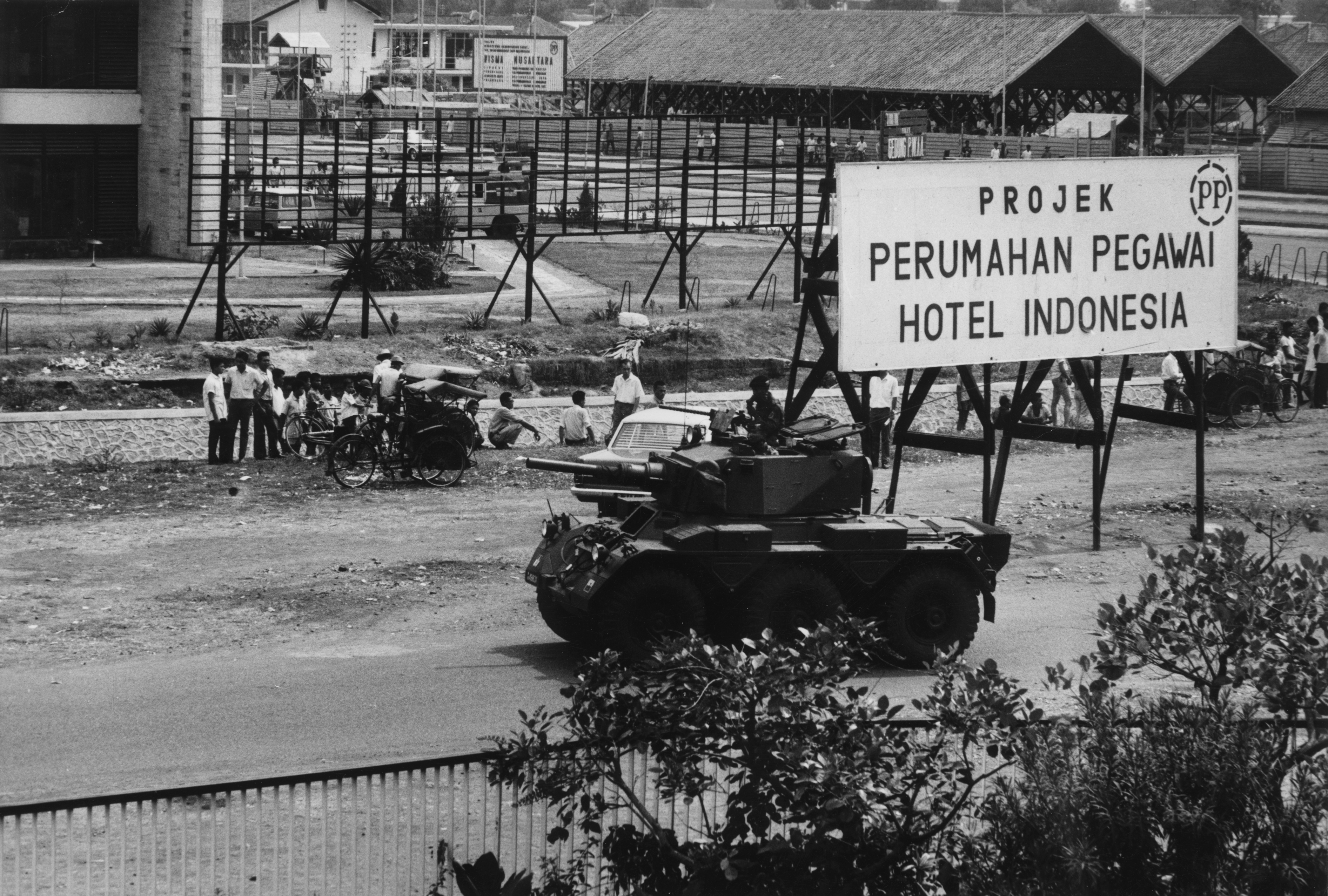 Indonesian troops prepare to open fire on the remaining raiders who participated in the previous day's communist abortive coup in Jakarta, Indonesia on October 2, 1965. Photo by Carol Goldstein/Keystone via Getty Images.